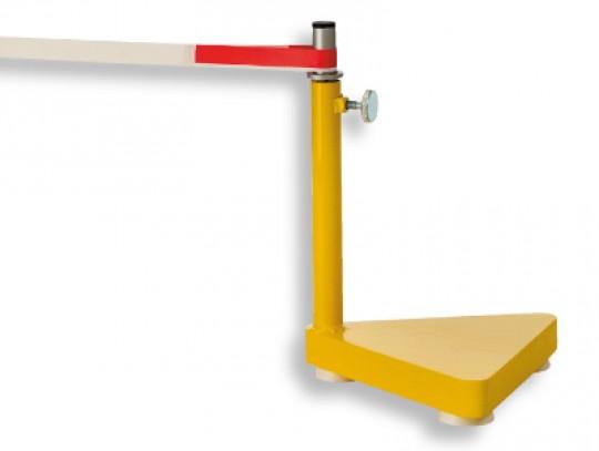 All-In Sport: nach Vorschrift, mit schwerer eiserner Bodenplatte, ca. 18 kg/Stück, mit Aufnahme-Profil für Prellball-Gurtband.