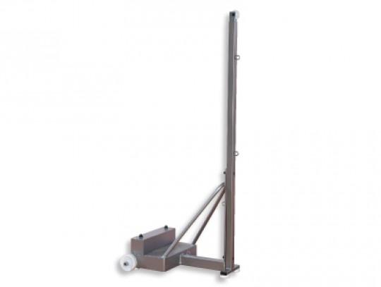 All-In Sport: <p>Deze mobiele badmintonpaal is vrijstaand met wielen voor eenvoudig transport. De transportwielen hebben een doorsnede van ca. 10 cm. H...