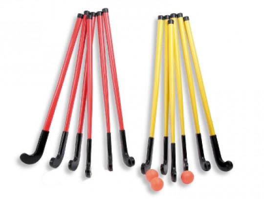 """All-In Sport: Voor veld- en zaalhockey geschikt. Een """"Play"""" hockeyset bestaat uit: 6 hockeysticks (90 cm) geel 6 hockeysticks (90 cm) rood 3 hockeyball..."""
