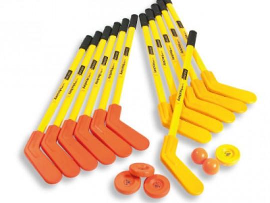 All-In Sport: - 6 SuperSafe hockeysticks gele krul - 6 SuperSafe hockeysticks oranje krul - 2 SuperSafe ballen Ø 83 mm, 55 gram - 2 SuperSafe pucks Ø 8...