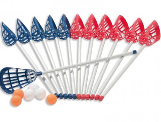 All-In Sport: De set bestaat uit: - 6 sticks in rood - 6 sticks in blauw - 6 ballen