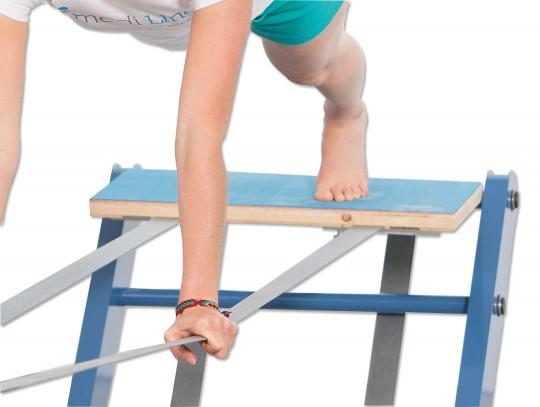 All-In Sport: Das Slackboard wird auf die Slacklines aufgelegt und beidseitig fixiert. Es bietet eine größere Auflagefläche und somit mehr Stabilität b...