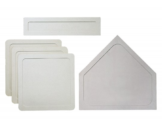 All-In Sport: Van weerbestendig wit vinyl, 3 veldhonken, 1 thuisplaat en 1 werpplaat.