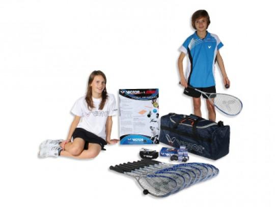 All-In Sport: De set bestaat uit: 4 x racket Victor Red Jet XT 8 x squashbal Victor 4 x squashbril 1 x opbergtas 1 x regelboek.
