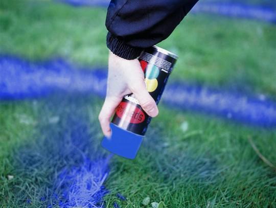 All-In Sport: <b>Kreidespray für Sportplätze</b><br /><br /><b>Mit dem Kreidespray lassen sich Rasenflächen ideale markieren und auf die Bedürfnisse de...