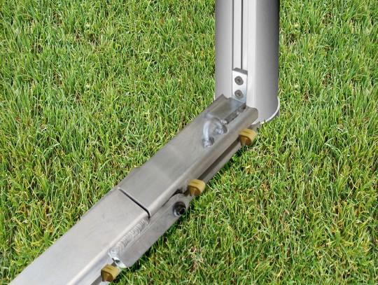 All-In Sport: Het opklapbare bodemframe van aluminium is uiterst robuust en past op de meeste standaard voetbaldoelen met ovaal-profiel. Het bodemframe...