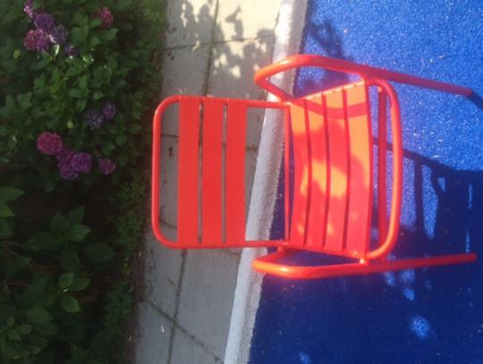 All-In Sport: <p>Oude zwembadstoel nieuw leven gegeven door een laklaag. Let wel er zitten op sommige wat lijmresten. Deze zijn redelijk te verwijderen...