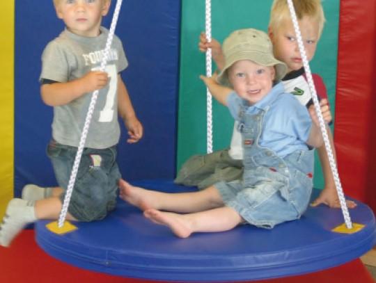 All-In Sport: Schommelen op een ronde schotelschommel geeft heel veel plezier. Voor kinderen is het schommelen op een Rondschommel een echte belevenis....