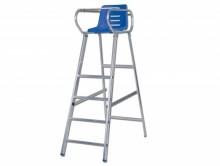 All-In Sport: Stabiele Badminton scheidsrechtersstoel van aluminium volgens DIN EN 131 incl. rubber doppen, comfortabele kunststof kuipstoel en schrijf...