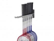All-In Sport: Metalen constructie voor wandbevestiging voor ca. 12 badmintonrackets.