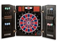 All-In Sport: De elektronische dartautomaat als kastversie met uitklapbare deuren en talrijke opbergvakken en –houders. Het dartboard in de actuele wed...