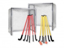 All-In Sport: Bestaande uit: 2 x mini-hockeydoel (art.nr. D2140) 1 x hockeyset SCHOOL (art. nr. D2135): 6 hockeysticks (90 cm) geel, 6 hockeysticks (90...