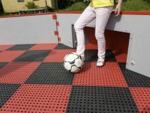 All-In Sport: Deze nieuwe kunststof vloer geeft uw spel een extra dimensie! De vloer absorbeert schokken en maakt een val draaglijk. Vele schoolpleinen...
