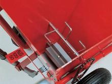 All-In Sport: Strooibreedte 5 en 12 cm met hendel instelbaar. Gleuf-strooiapparaat met ronde Perlon borstel. Capaciteit 35 liter, grote luchtbanden en ...