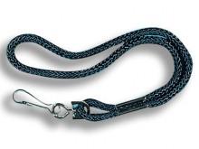 All-In Sport: Van zwart nylon, met karabijnhaak. Voor om de pols ca. 25 cm.