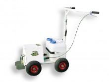 All-In Sport: Spuitmarkeerwagen ACCU 3000 met een zeer sterke pomp (4,8), die door een batterij (12 volt, 2,1 A) aangedreven wordt. Maakt eenvoudige ma...