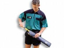All-In Sport: Voor een paar grensrechtervlaggen. Van robuust kunstleder, met een ritssluiting aan de zijkant, afm. 52 x 10 cm.