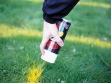 All-In Sport: <b>Krijtspray voor sportvelden</b><br /><br /><b>Met deze krijtspray zijn grasvelden ideaal te markeren en op de eisen van de tak van spo...