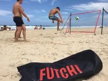 All-In Sport: Transportabele voetbal-rebounder-set, social game en techniektraining in één. Wereldwijd netwerk van de gratis Futchi App. Complete s...