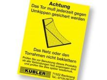 All-In Sport: Volgens DIN EN 748 en 749 moeten alle vrijstaande doelen voorzien zijn van bovenstaande sticker. Vrijstaande voetbaldoelen zijn toereiken...