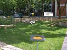All-In Sport: Die Kids Tramp Trampoline KINDERGARTEN LOOP mit der runden Sprungfläche sind speziell für beaufsichtigte Bereiche in Schulen und Kindergä...