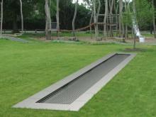 All-In Sport: Die Outdoorbahn von Eurotramp ist optimal geeignet für Bewegungsparcours, Generationenparks und Spielplätze aller Art. Die Trampolinbahn ...