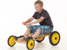 All-In Sport: Ein Therapie- und Spielgerät zugleich. Dieses Fahrzeug erfordert viel Bewegungsaufwand von Armen und Oberkörper. Lenkung mit den Füßen. I...