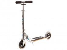All-In Sport: Der micro Scooter Flex bietet bequeme und komfortable Scooterfahrten. Die extra großen Rollen aus PU und das patentierte, flexible Holz-F...