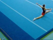 All-In Sport: 4-teiliger  Veloursteppich ca. 14 x 1 m, passend zu Wettkampf-Bodenturnfläche 14 x 14 m , mit Gehrungsschnitt und Haftband zum Befestigen.