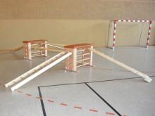 All-In Sport: De spaarset bestaat uit: 2 Varianta-springkasten, 4-delig (G3627) 2 verrolinrichtingen (G3629) 2 Varianta-evenwichtsbalken (G3619) 1 Vari...