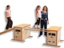 All-In Sport: De VARIO-stok kan in de openingen aan de lengtezijde van de VARIO-kasten ingehaakt worden.