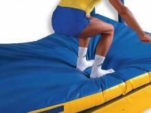 All-In Sport: Landematten, Aufsprungmatten, Sprungkissen oder Weichboden sind als Dämpfungsmatten für den turnerischen Abgang vom Gerät nach Kurübungen...
