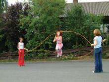 All-In Sport: Het vette touw voor groeps-touwtjespringen. 6 meter lang kunststof touw in neon-oranje.