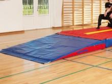 All-In Sport: Schaumstoff-Keil mit Klett-Teil zur Befestigung am Team-Track MINI oderMINI-RAMP. Größe 200 x 200 x 30/5 cm.