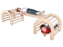 All-In Sport: Deze set bestaat uit 2 klimbogen met 72 x 72 cm en is 62 cm hoog. De zijdelen zijn van mulitplex, sporten van hardhout. De loopplank is 1...