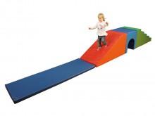 All-In Sport: <p>Set bestaande uit:</p> <ul> <li>1 grote wig 60x120 / 20 x 60 / 6 cm, rood/oranje</li> <li>1 trap 5-treden 60 x 120 x 60 cm, groen/l...