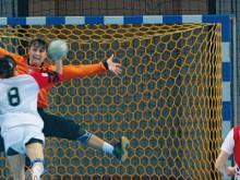 All-In Sport: Hét handbaldoelnet van de WK 2007 in Duitsland! Knooploos doelnet van slijtvast polypropyleen, ca. 4,75 mm dik, met honingraatvormige mazen.