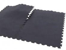 All-In Sport: Massieve puzzelmatten van natuurrubber voor vrije, drijvende plaatsing. De extreem duurzame, robuuste en anti-slip matten hebben een gesl...