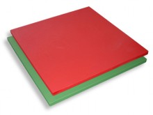 All-In Sport: Aan beide zijden beklede schuimstof composietmat, waarvan het oppervlak en de zijkanten beplakt zijn met groen resp. rood vinyl (met rijs...