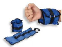 All-In Sport: Dankzij de brede en langere klittenbandsluitingen voor polsen en enkels te gebruiken. Van 100% polyester.