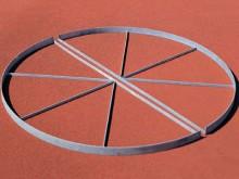All-In Sport: Ø 2,5 m, 70 mm hoog, 2-delig, vuurverzinkt, voor probleemloze inbouw, zonder moeizaam circulair centraliseren. Te plaatsen in het beton.