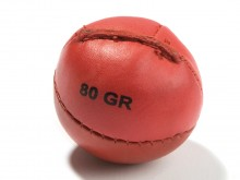 All-In Sport: - Ø ca. 6,5 <br />- Gewicht 80 gram<br />- Materiaal: leer, handgenaaid<br />- Kleur: rood<br />- Niet stuitend.