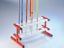 All-In Sport: Stabiele, praktische staalconstructie voor 18 speren, ca. 120 x 60 x 15 cm.