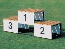 All-In Sport: Met houten platforms, aan beide zijden met panelen met opdruk 1,2 en 3, 180 cm lang, 50 cm breed, 72 cm hoog.