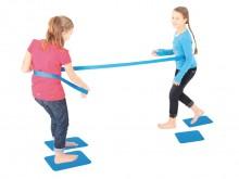 """All-In Sport: Bij dit balanceerspel worden evenwicht, kracht en behendigheid attractief aan elkaar verboden. De 2 spelers proberen elkaar van de """"eilan..."""