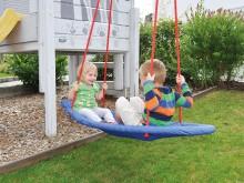 All-In Sport: Het grote zitvlak, 150 x 55 cm biedt voldoende plek aan 2 kinderen om rug aan rug of zittend tegenover elkaar te schommelen. Men kan echt...