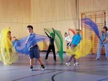 All-In Sport: Ein Jongliertuch ist ein sehr leichtes, quadratisches Tuch - meist aus Nylongewebe. Es gehört zu den Objekten der Wurfjonglage und wird ä...