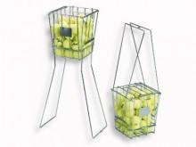 All-In Sport: Met klapbare beugels voor het op hoogte stellen van de mand. Met deksel, capaciteit ca. 70 ballen.
