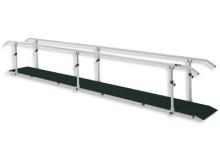 All-In Sport: De loopbrug in zeer stabiele en hoogwaardige uitvoering wordt gebruikt voor therapiebehandelingen. Het toestel is gezien de extra lengte ...
