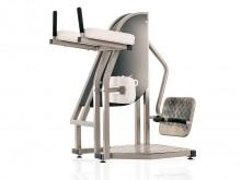 All-In Sport: Dit toestel bewerkstelligd een buig- en strekbeweging van het heup- en kniegewricht in staande positie. De concentrische trainingsprikkel...